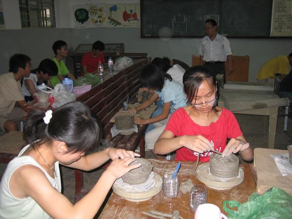 掌握基本的造型方法及陶艺作品的制作工艺过程.